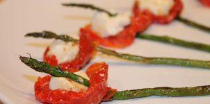 Amapolas de tomate, trigueros y rulo de cabra