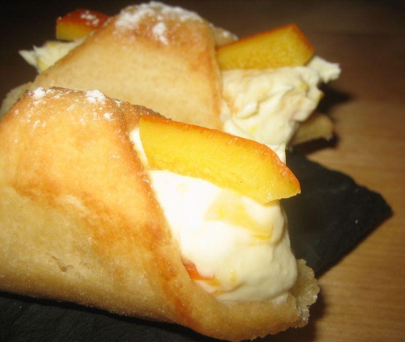 Cannoli de mascarpone y naranja