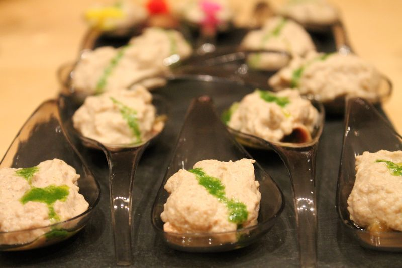 Cucharas de puerro, foie y boletus al aceite de rúcula