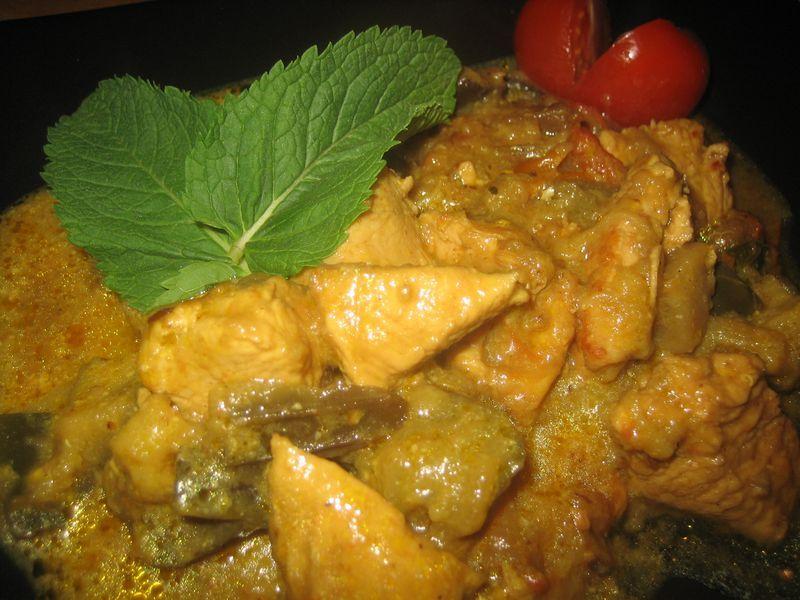 Curry de pollo con berenjenas a la menta