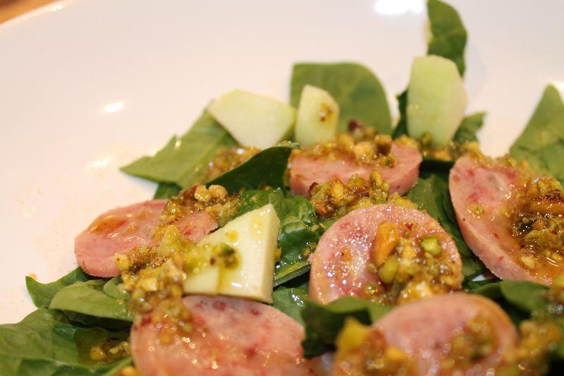 Ensalada de butifarra a la vinagreta de pistachos