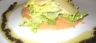 Ensalada de parmesano y paté de olivas negras