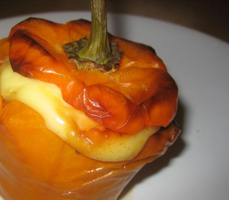 Pimientos naranjas rellenos de chile