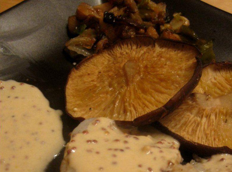 Rape con shitakes al aroma de sake y mostaza