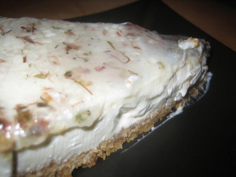 Tarta de queso mascarpone y violetas