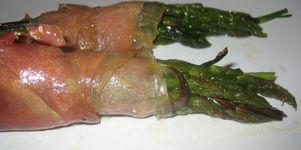 Rollitos de trigueros y jamón serrano